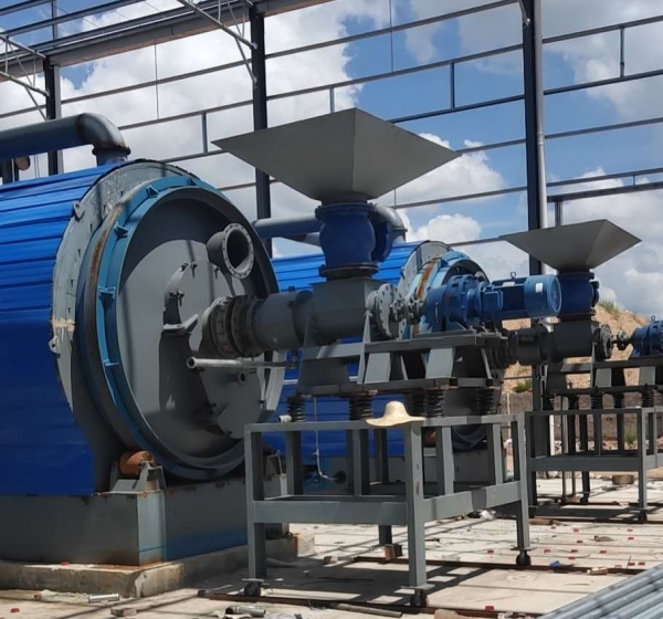 What are the applications of waste tire pyrolysis oil?